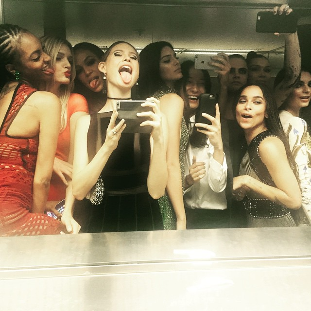 A group of models including Jourdan Dunn, Behati Prinsloo, Kendall Jenner, Emily Ratajkowski and actress Zoe Kravitz took an epic selfie in the bathroom
