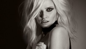 Tom Ford Noir pour Femme fragrance advertisement with model Lara Stone.