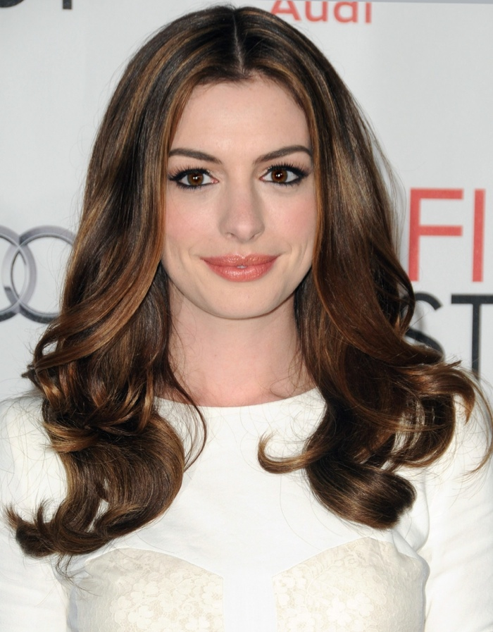 Anne sported some polished curls with balayage highlights at the 2010 premiere of her film 'Love & Other Drugs'. Photo: Everett Collection / Shutterstock.com