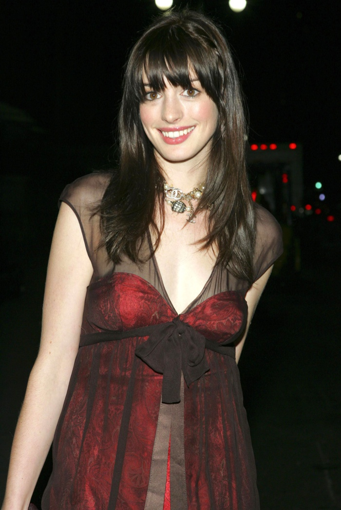 Anne Hathaway Hairstyles Short Amp Long Haircuts On Anne