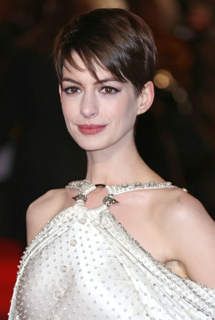 Anne-Hathaway-Pixie-Hairstyle