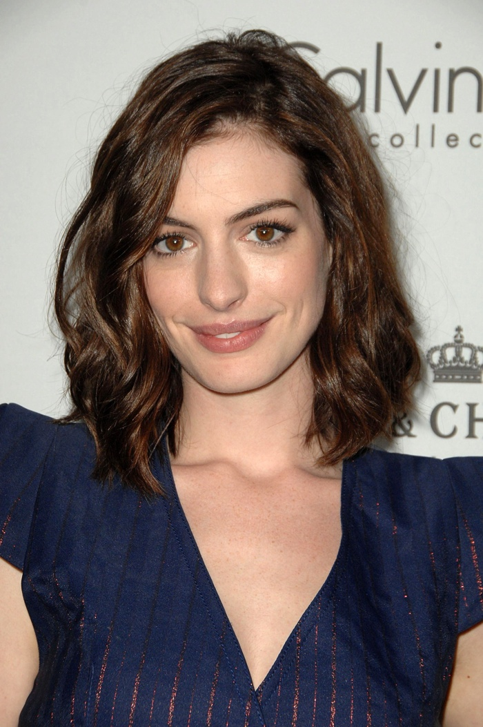 Hathaway showed off a long bob hairstyle with messy waves at the 15th Annual ELLE Women in Hollywood Event. Photo: Everett Collection / Shutterstock.com
