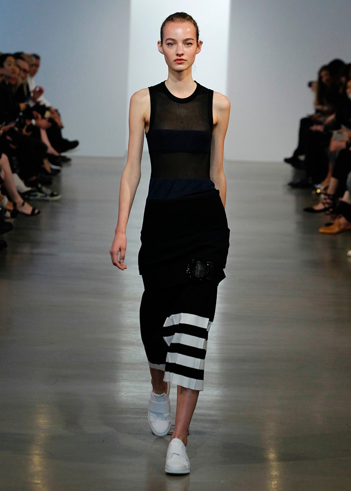 a8e9571826 Calvin Klein Collection Takes On Graphic Style for Resort 2016 ...