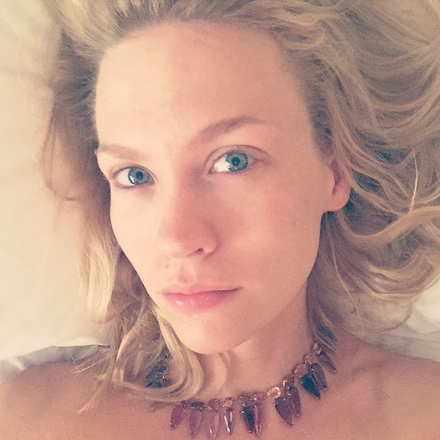 january jones goes makeup free in morning selfie fashion gone rogue. Black Bedroom Furniture Sets. Home Design Ideas