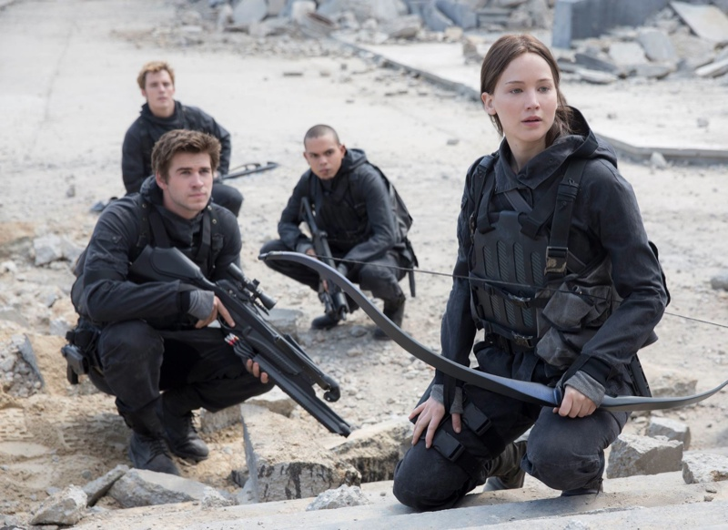 Jennifer Lawrence, Liam Hemsworth in a 'Mockingjay Part 2' still