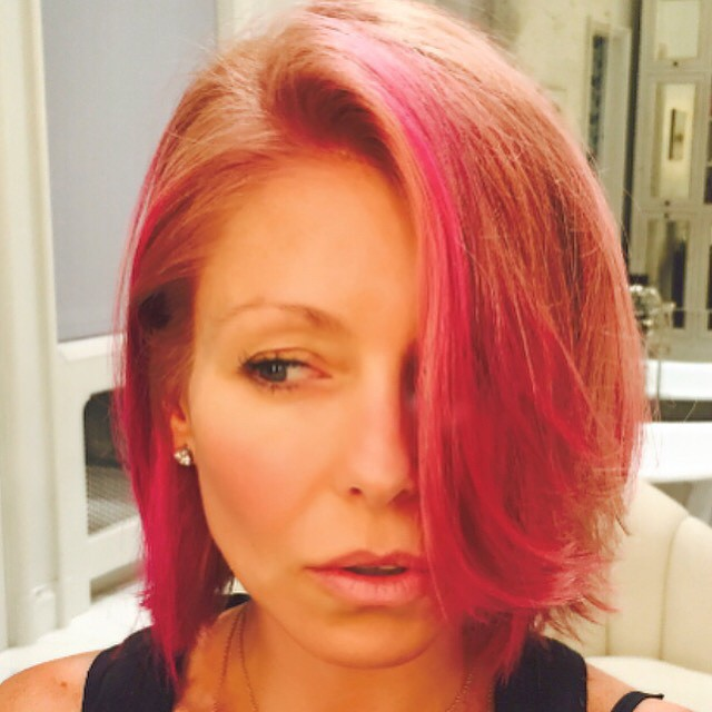 Kelly shared her pink dye job with her Instagram followers
