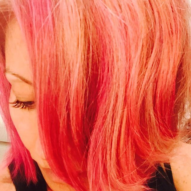 AFTER: Kelly Ripa debuts pink hairstyle