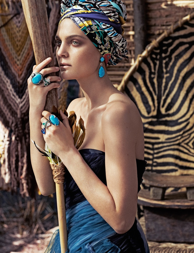 Shades of Blue: The brunette wears turquoise jewelry to match her clothing
