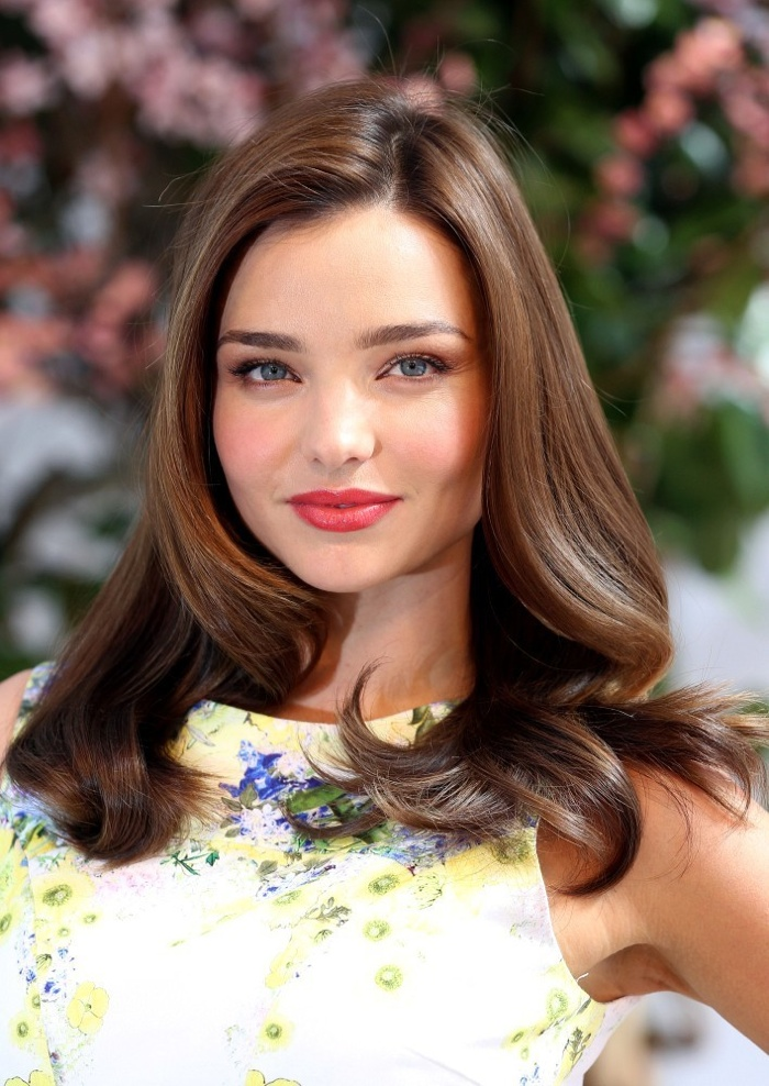 Miranda Kerr sports some soft and romantic waves at a photo event. The Australian model paired the look with a coral lip and blushed cheeks.