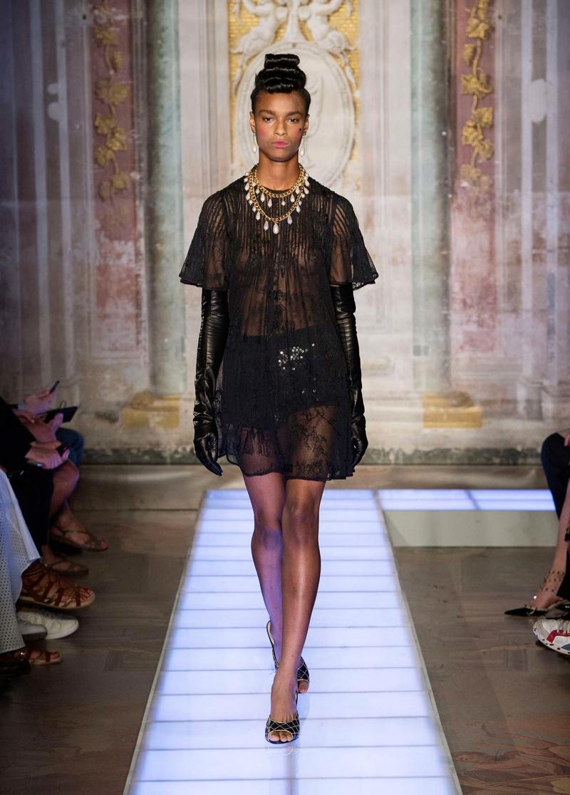 Moschino Pitti Uomo Spring 2016: Baroque Princess