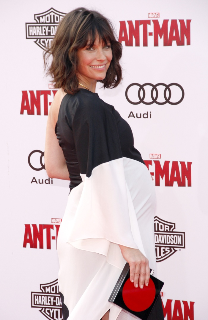 Evangeline Lilly shows off her pregnant figure in Halston Heritage dress. Photo: Tinseltown / Shutterstock.com