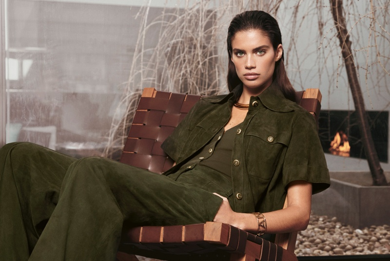 Feeling Green: Sara models an elegant pants look