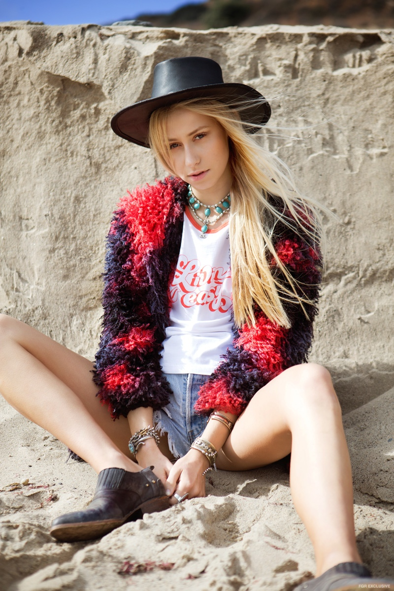 Shannon wears Jewelry Vanessa Mooney, Tee Mate the Label, Shorts Levi's