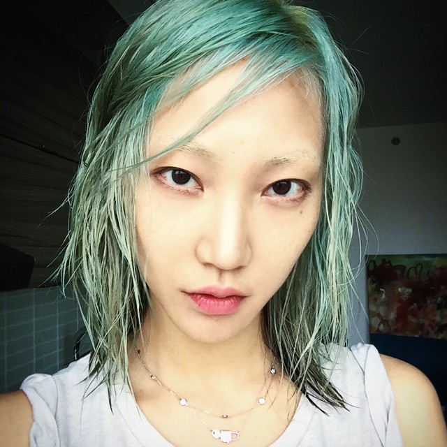 Soo Joo Park showcases a blue hairstyle. Photo: Instagram