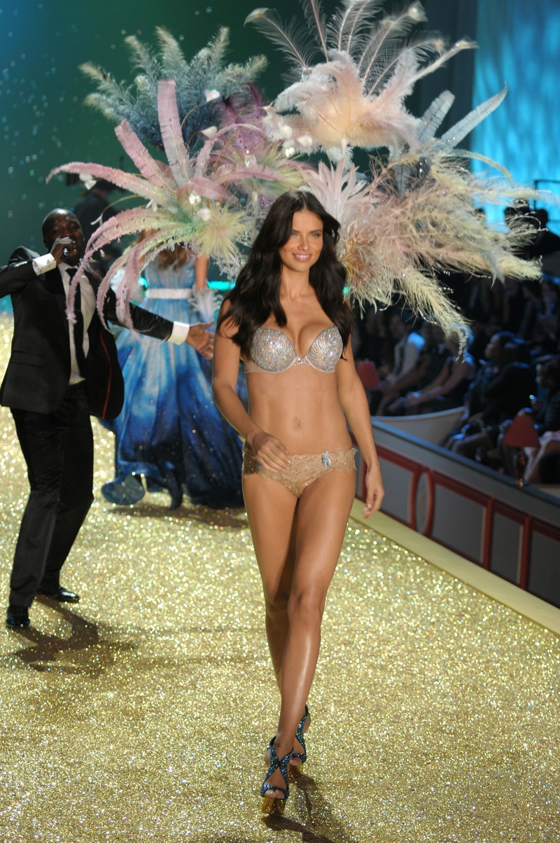 The Angel shined bright like a diamond in a glittering bra and underwear set with sparkling wings on the 2010 Victoria's Secret runway. Photo: Fashionstock.com / Shutterstock.com