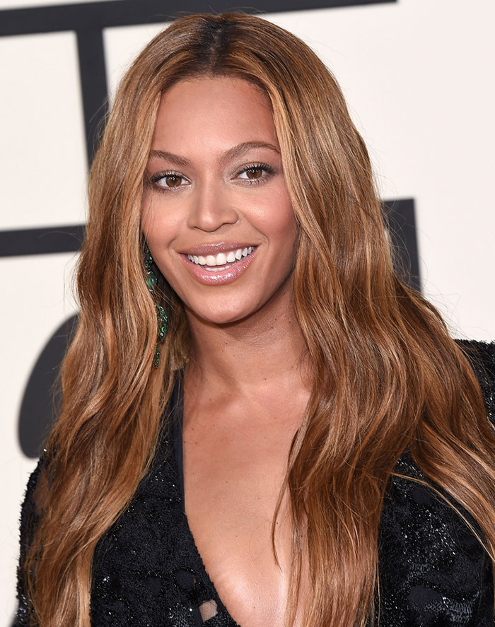 Singer Beyonce shows off the darker side of bronde with a light brown and sun-kissed blonde highlights. Photo: DFree / Shutterstock.com