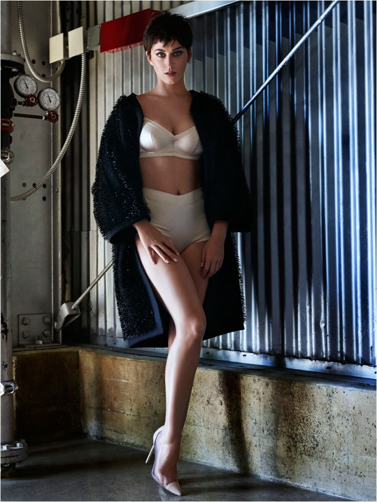 Katy Perry Shows Off Her Curves for Cover Story of Vogue Japan