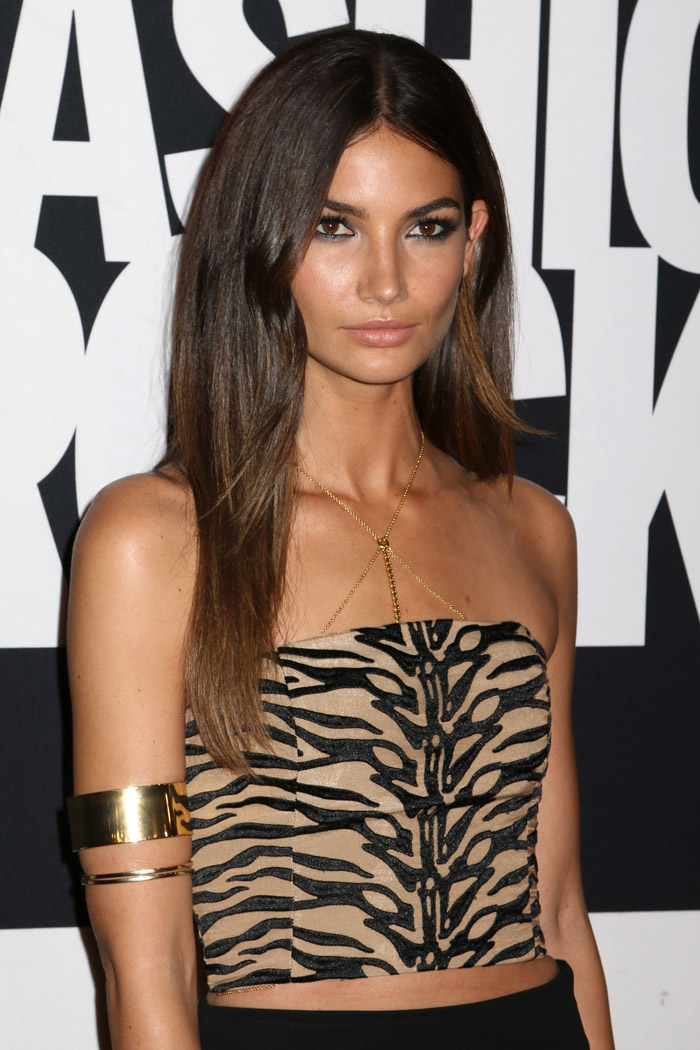 Lily Aldridge's chestnut brown hair is lightened with some golden highlights. Photo: JStone / Shutterstock.com