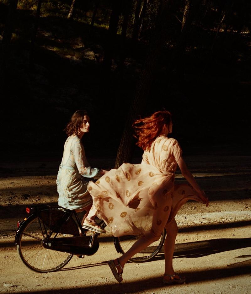 Pauline + Jo Have a Dreamy Summer in BAZAAR NL by Petrovsky & Ramone