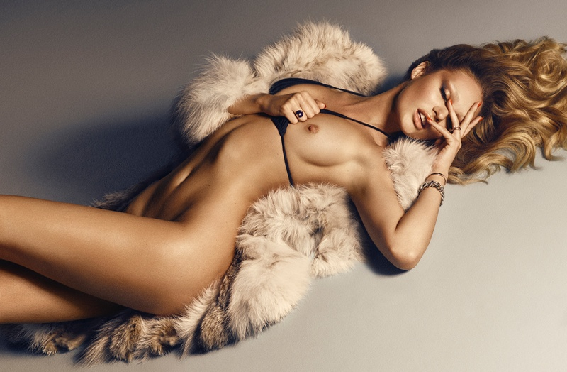 Candice flaunts her body in a fur look