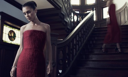 Hannah dons a Max Mara strapless dress in red