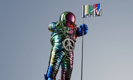 2015 MTV VMAs Moonman designed by Jeremy Scott