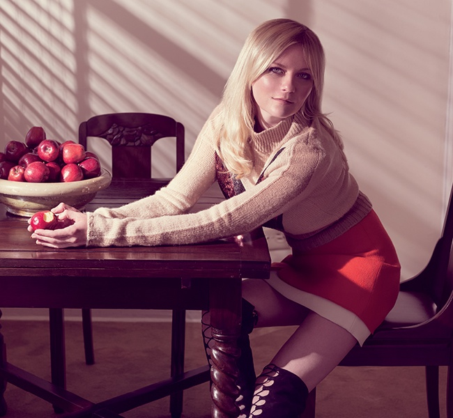 The actress wears a turtleneck ensemble kirsten channels 70s style in
