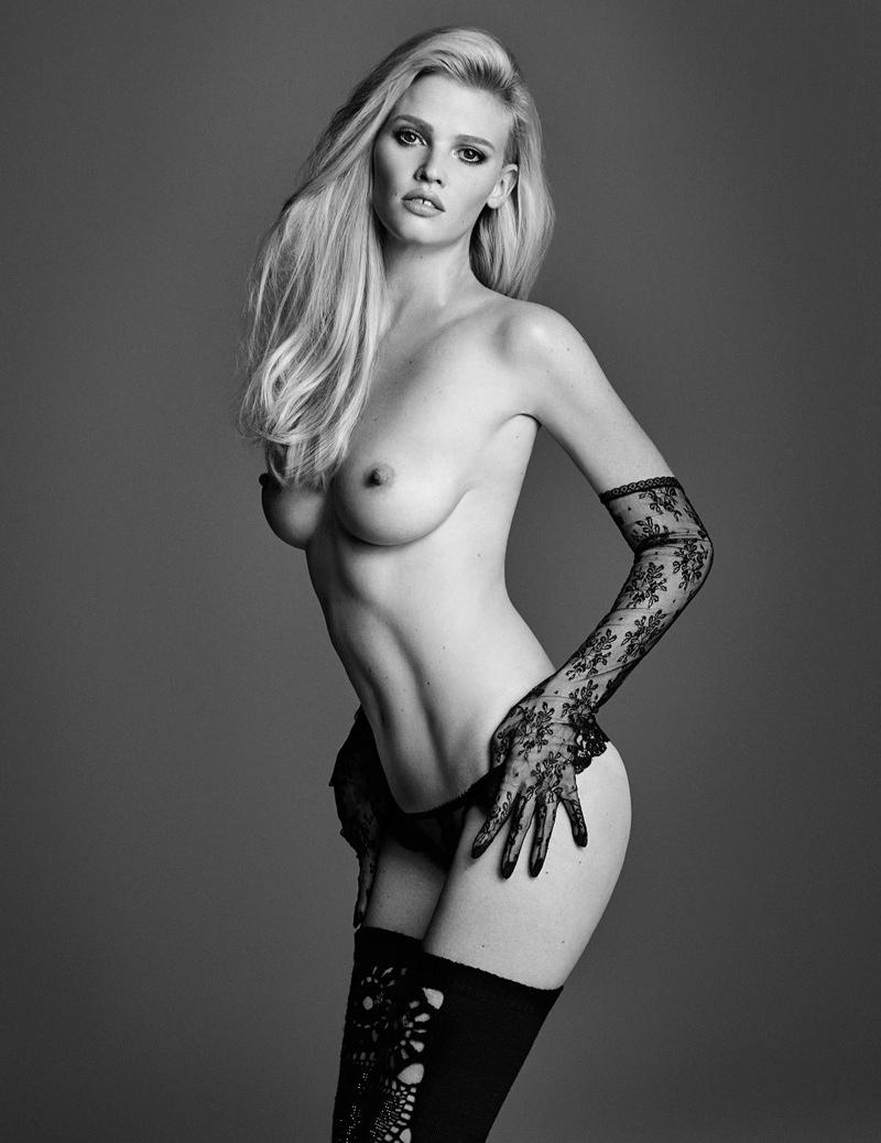 Nude models in closer magazine