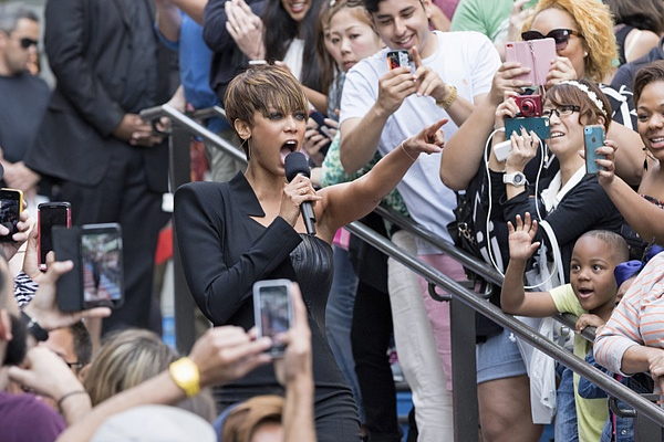 Tyra Banks welcomes ANTM cycle 22 cast
