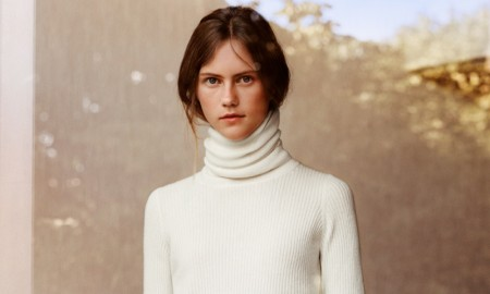 Model wears cashmere turtleneck sweater from UNIQLO and LEMAIRE collection