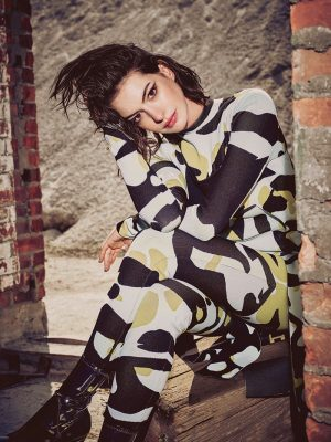 Anne Hathaway Wears Cool Fall Looks in Refinery29 Shoot