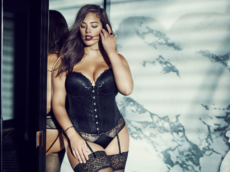 Ashley Graham stars in Holiday 2015 Addition Elle campaign