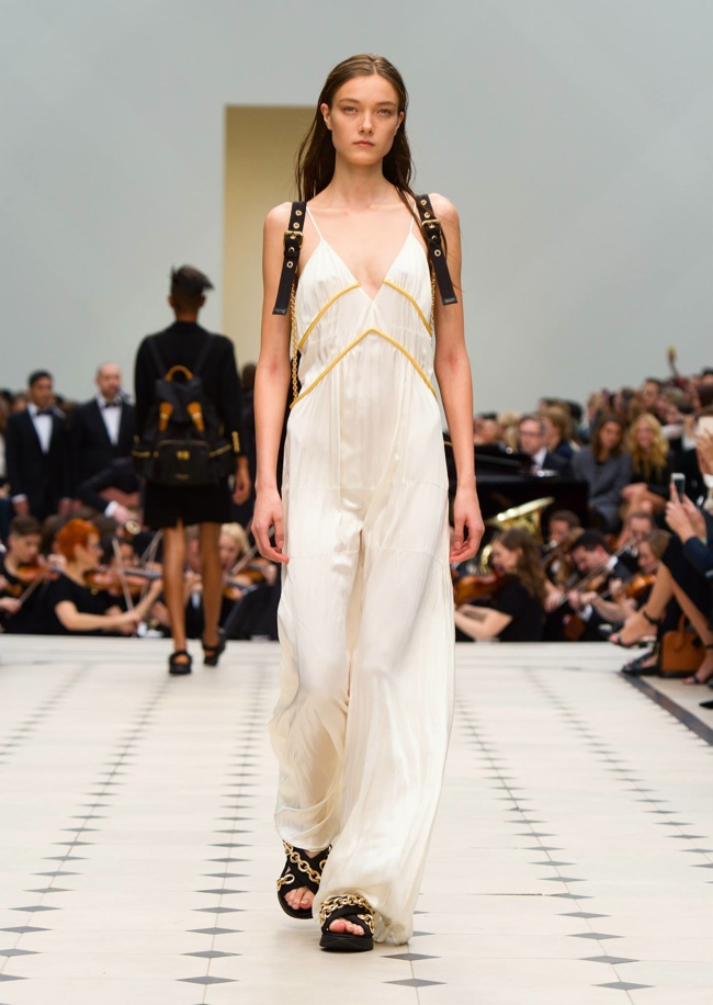 Burberry Spring 2016 | London Fashion Week
