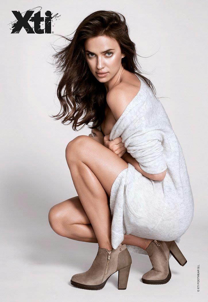 Irina flaunts a short bootie from the footwear brand