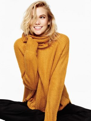 Karlie Kloss Wears the Top 10 Fall Must Haves