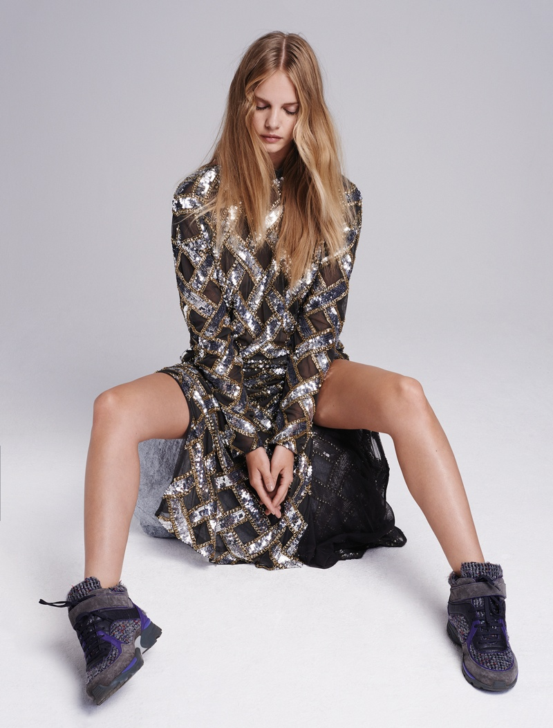 Marloes sparkles in a silver dress paired with wedge sneakers