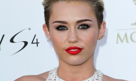 Miley-Cyrus-Lipstick