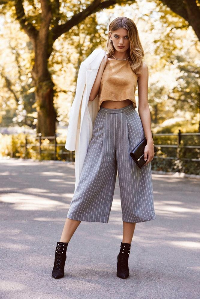 Bregje poses in a cropped culotte look