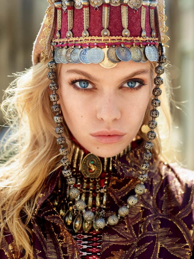 Stella-Maxwell-Vogue-Russia-October-2015-Editorial02
