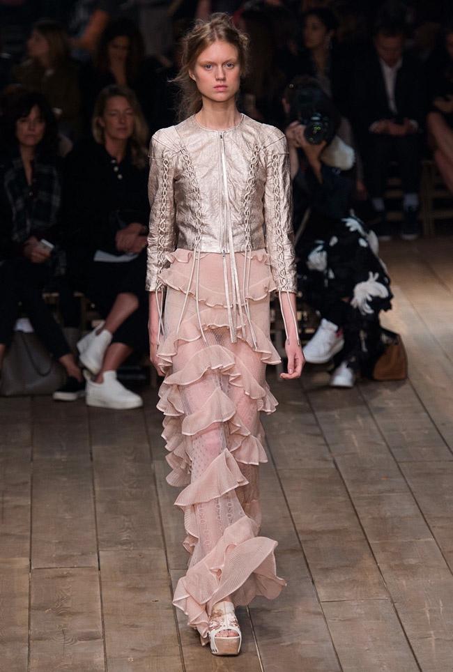 Alexander McQueen Spring 2016 | Paris Fashion Week