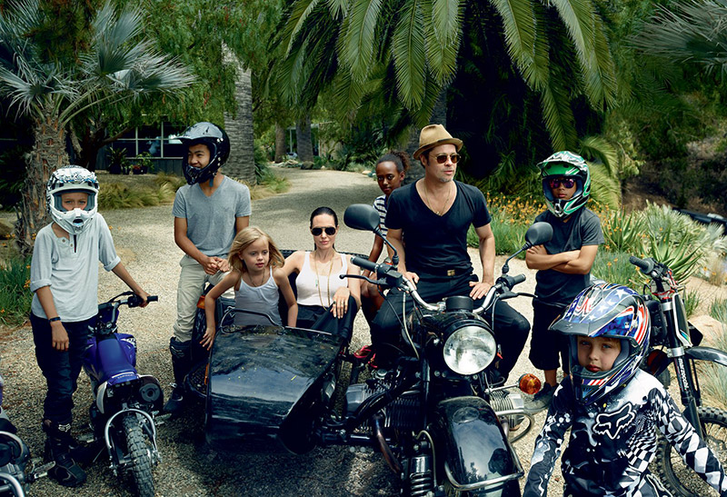 Angelina poses with husband Brad Pitt and their six children. Photo: Annie Leibovitz/VOGUE