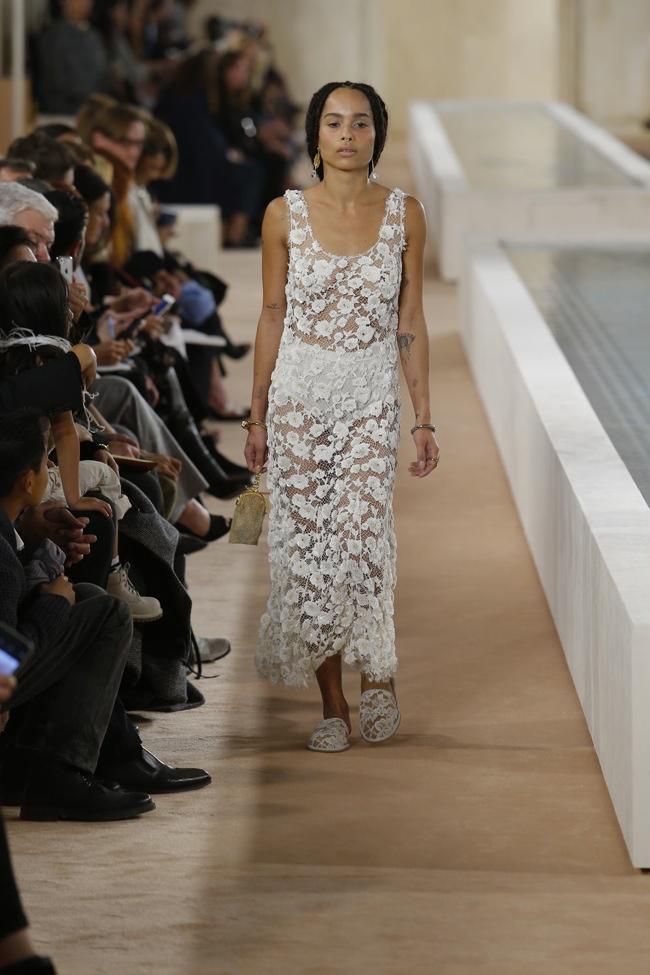 A look from Balenciaga's spring 2016 collection