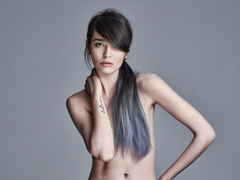 A dip-dyed ponytail in blue makes quite the statement