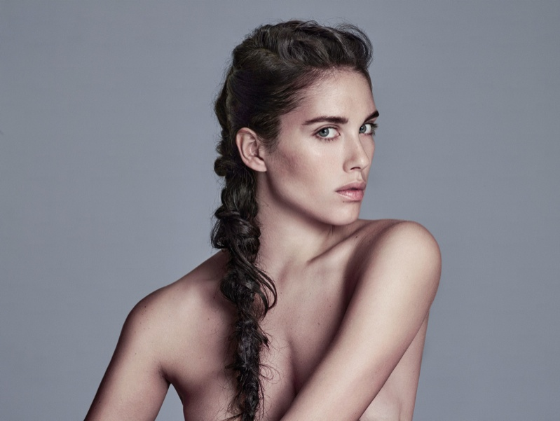 Model sports a messy ponytail