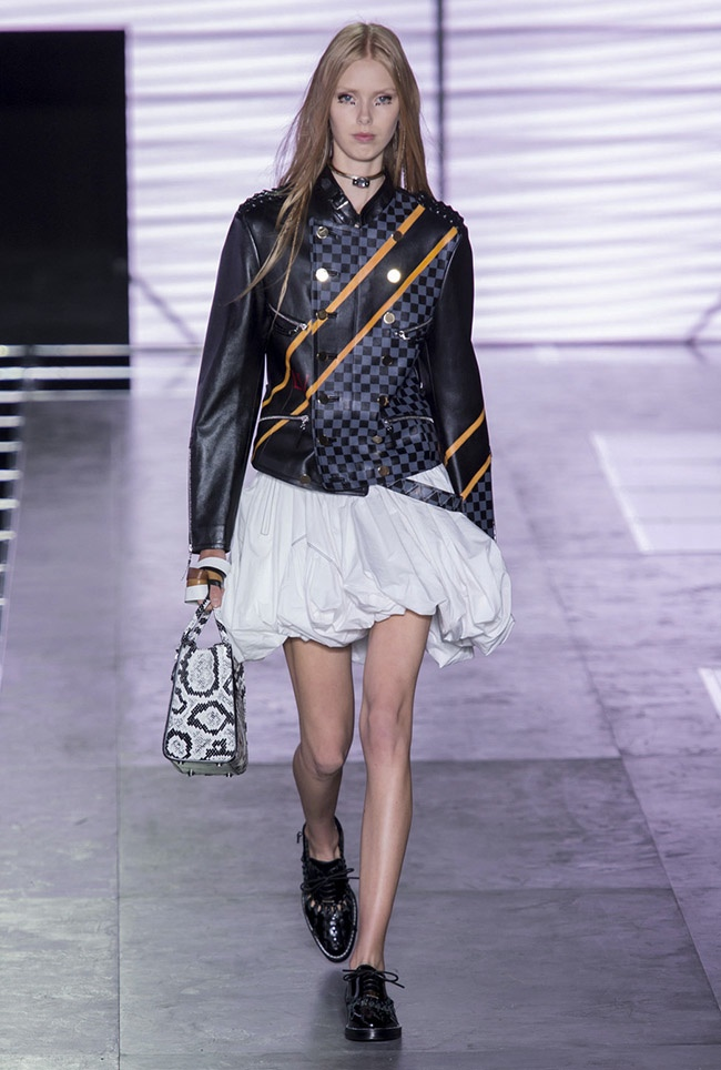 Louis-Vuitton-Spring-Summer-2016-Runway30