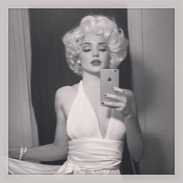 miranda wears a short blonde wig inspired by marilyn monroe miranda kerr channels marilyn monroe in the 7 year itch wearing a white dress and blonde - Halloween Costumes With Blonde Wig