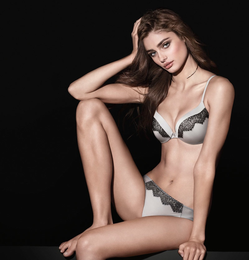 Taylor Hill wears Victoria's Secret 'So Obsessed' push-up bra with lace