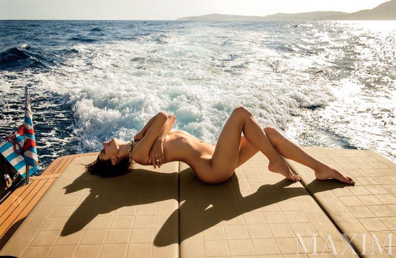 Alessandra-Ambrosio-Maxim-Magazine-Naked-2015-Photoshoot08