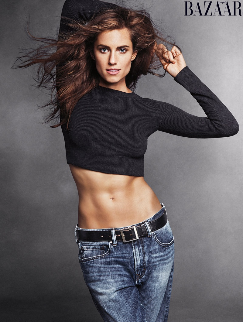 Allison Williams flaunts her toned stomach in crop top