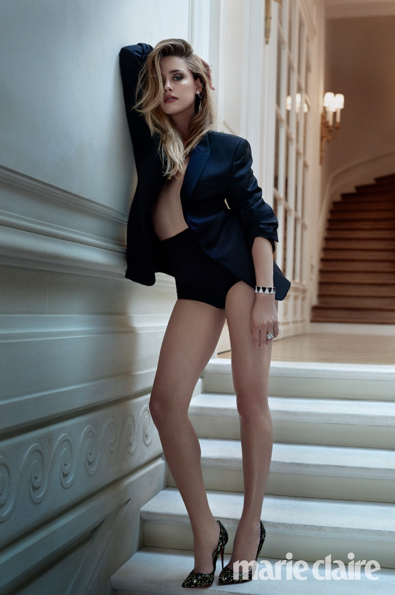 Amber Heard flaunts her legs in this image